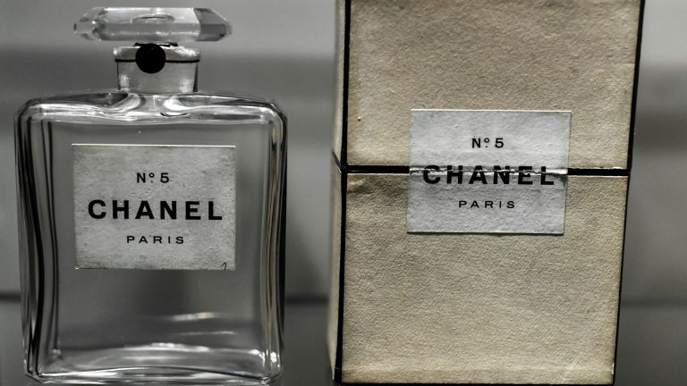 Chanel N°5 completa 100 anos